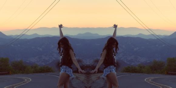 mirror road pic